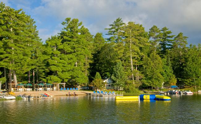Broadwater Lodge Resort beach area